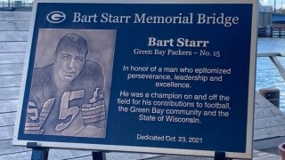 Bart Starr's on-going legacy continues in Green Bay: Walnut Street Bridge renamed in his honor