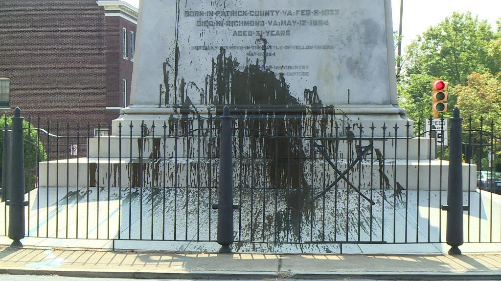 Photos: Tar doused on Confederate statue on Monument Avenue inRichmond