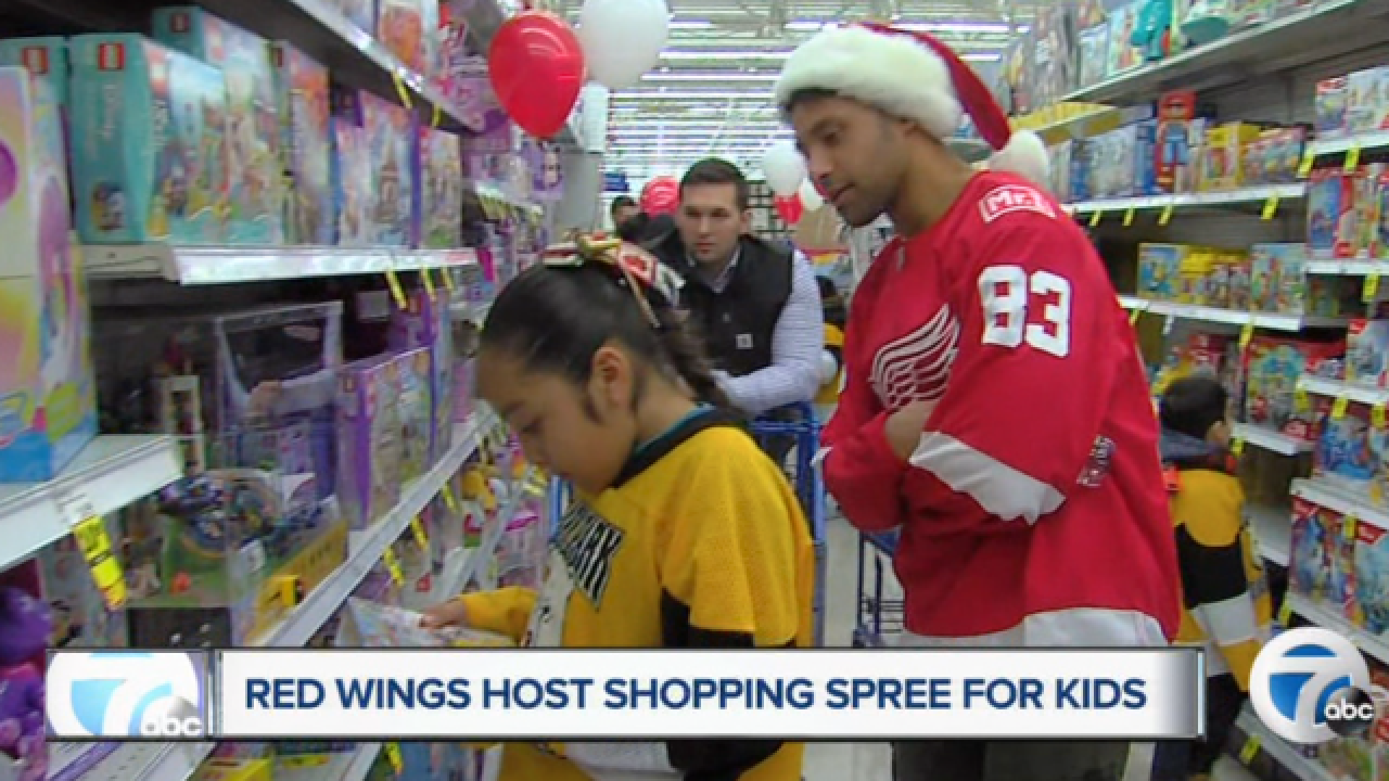 Red Wings take kids on annual holiday shopping trip, add a surprise