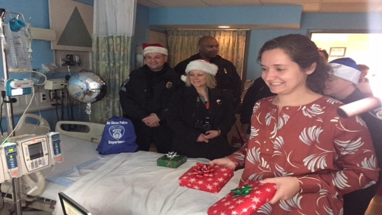 Christmas Presents For 7 Year Old Boy.Cops Deliver Christmas Presents To 7 Year Old Boy Battling