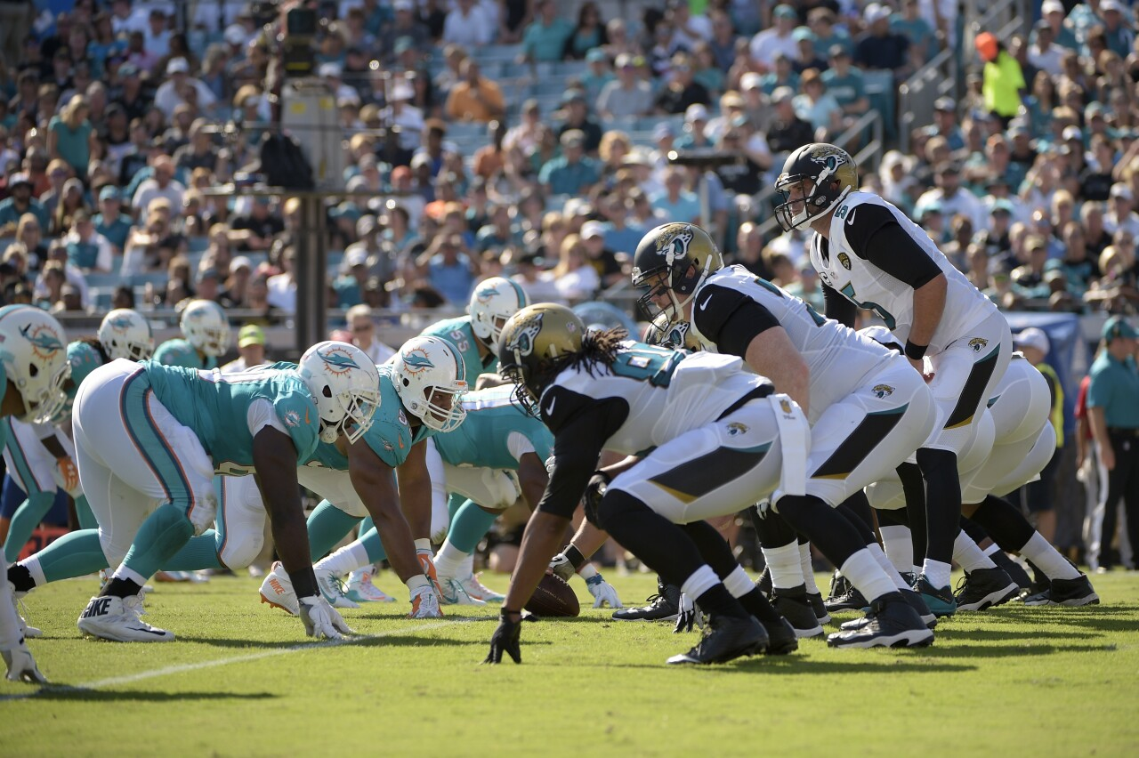 Jacksonville Jaguars line up against Miami Dolphins in 2015