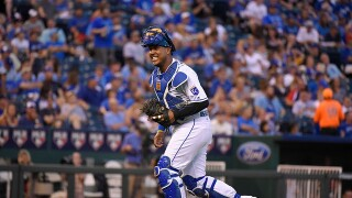 Royals catcher Salvador Perez earns fourth-straight Gold Glove Award