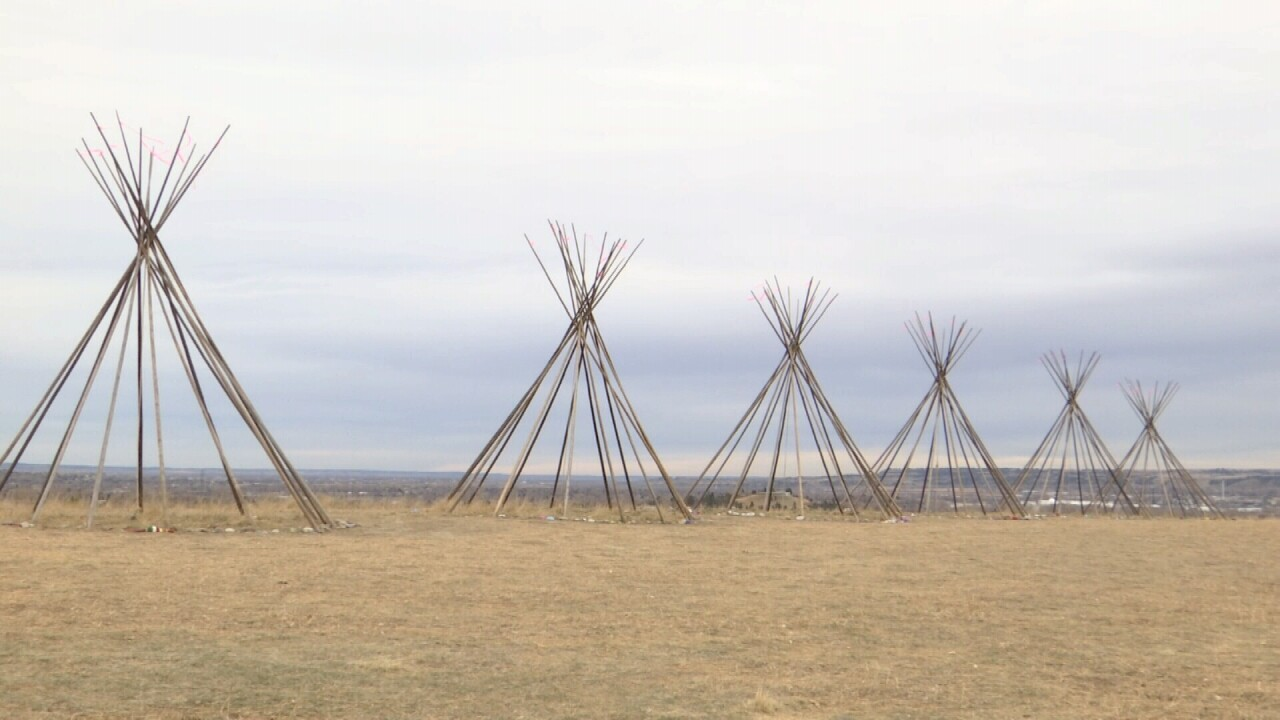 010321 TEEPEE NO CANVAS.jpg