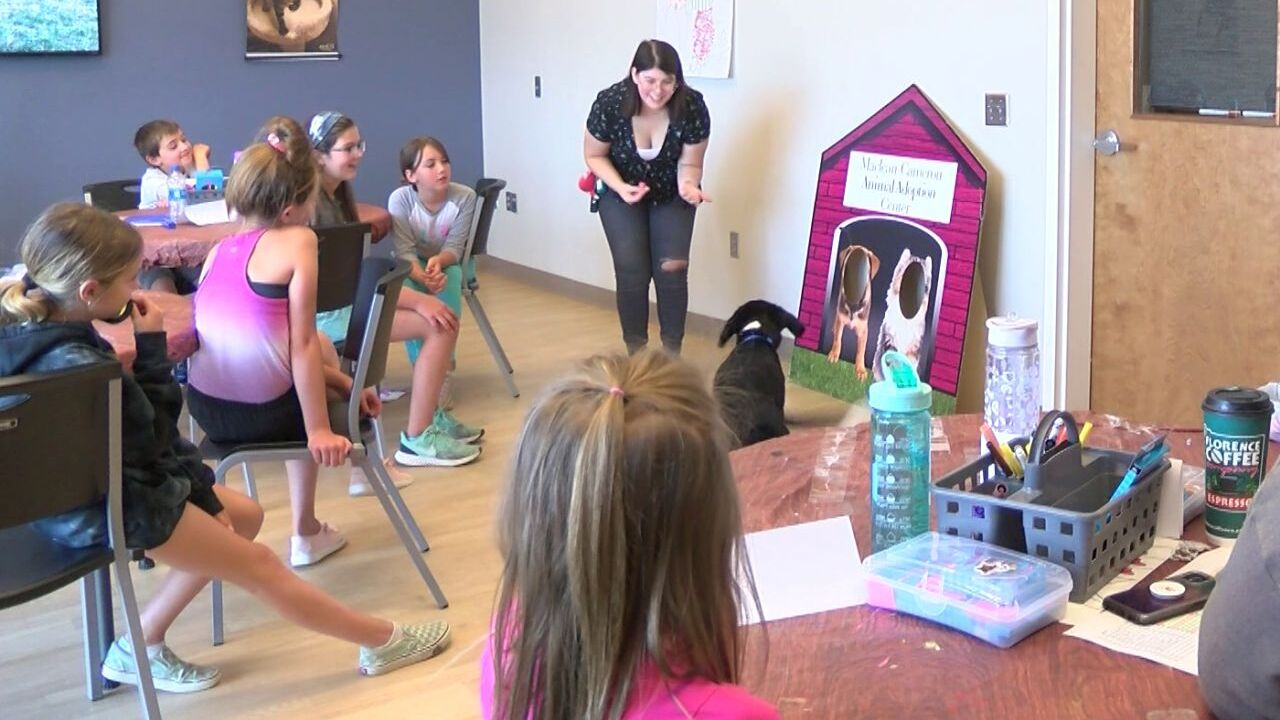 Kids and dogs learn to use sign language in Great Falls