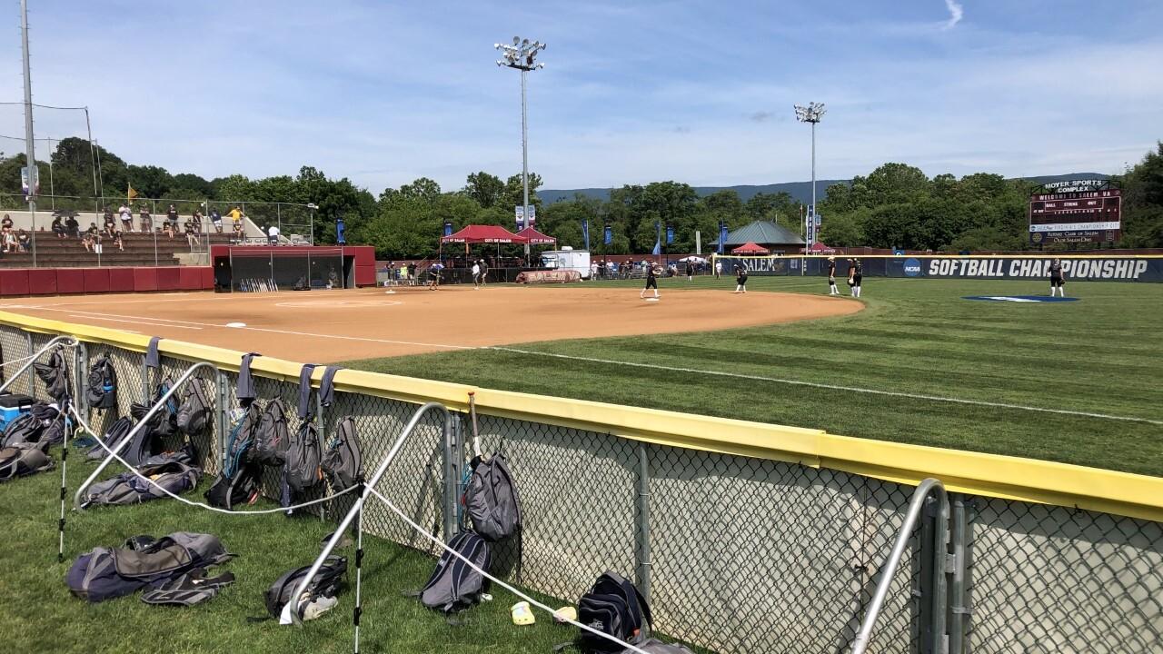 Virginia Wesleyan softball 2.jpg