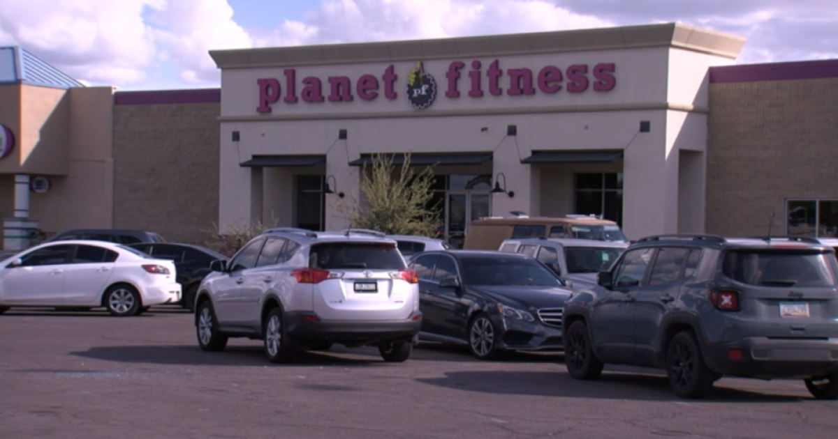 Officers Shoot Kill Man Outside Planet Fitness In Apache Junction