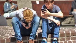 boys cellphones texting