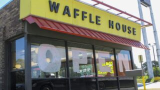 Waffle House Waitress Working Double Shift While Looking After Her Baby Received $1K Tip