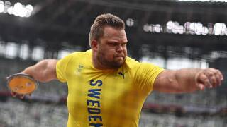 World discus champ Stahl bags finals spot with just one throw