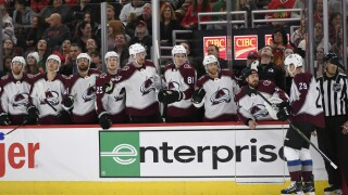 Avalanche top Maple Leafs on road, 3-1