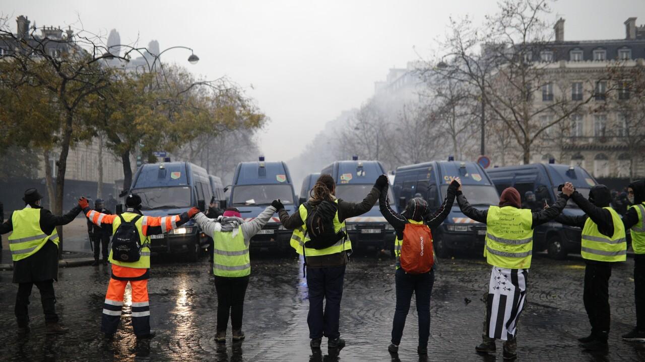 Protestors in France on Sat, Dec 1