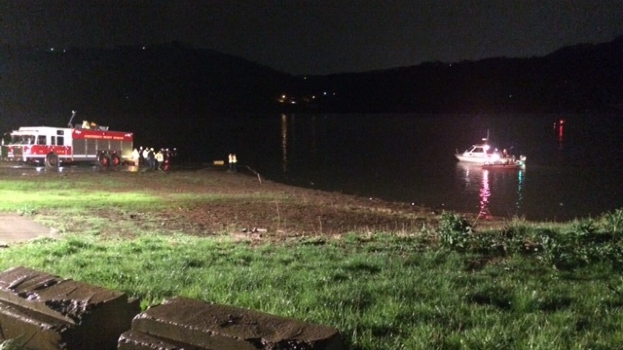 Crews pull body from Ohio River
