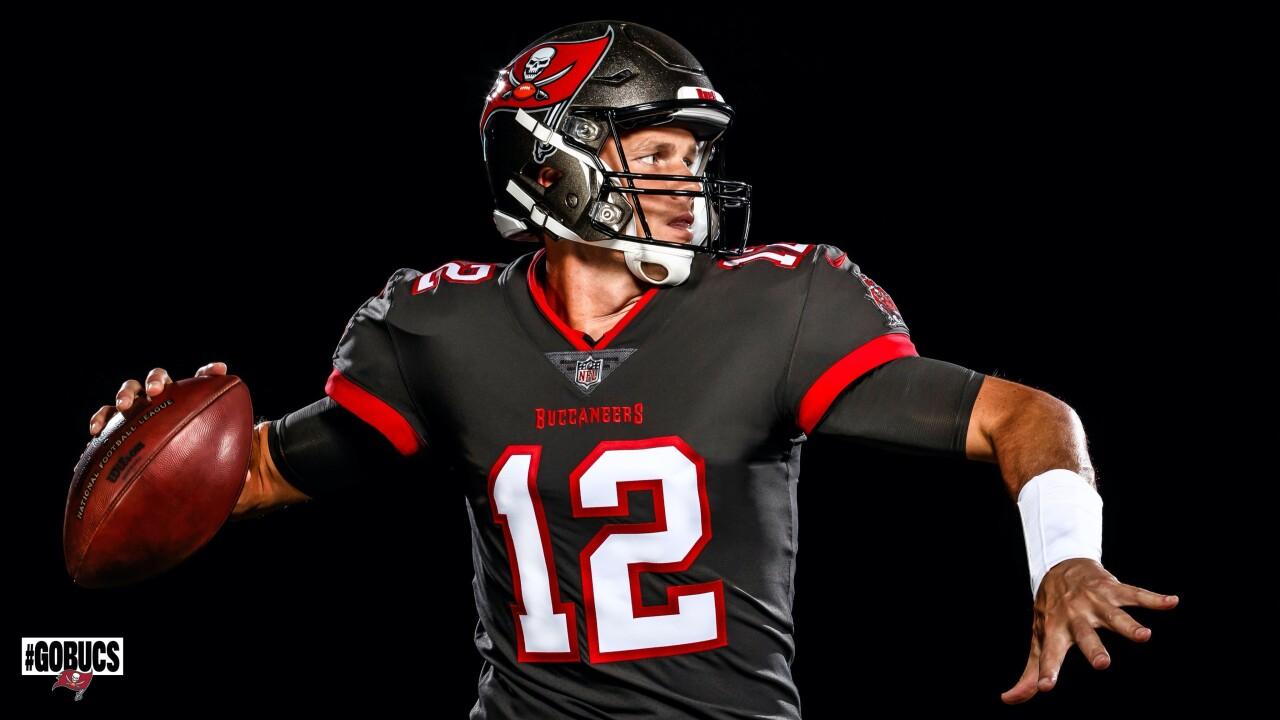 Tom Brady simulates throwing in Buccaneers uniform.jpeg