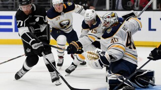 Hutton notches 2nd straight shutout, Sabres beat Kings 3-0
