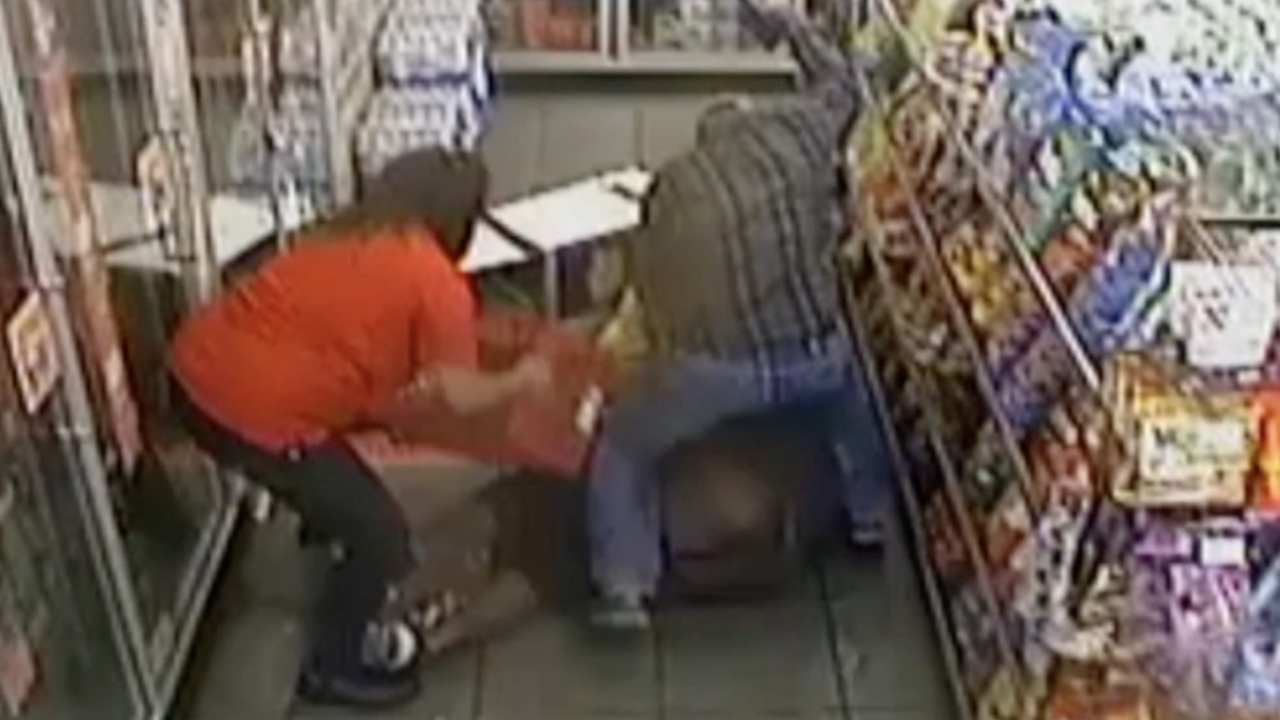 Customers tackle murder suspect at Circle K in Phoenix