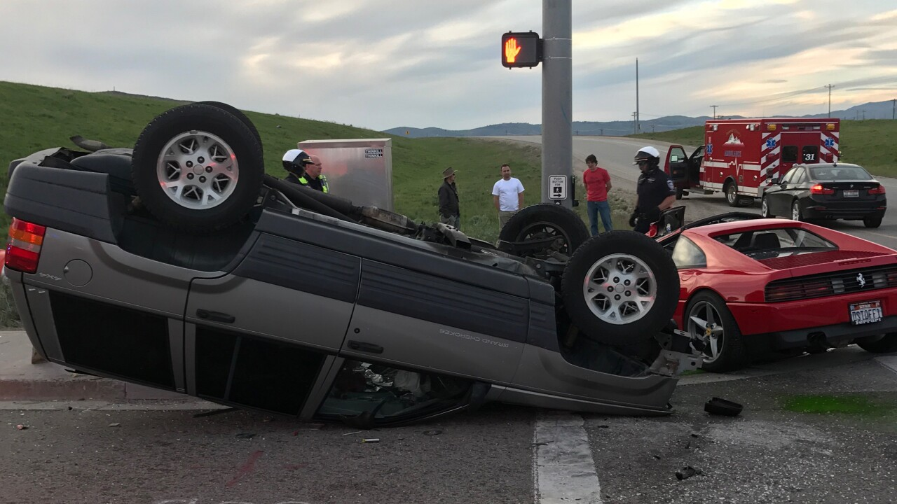 Two injured in crash after driver runs red light in Summit County