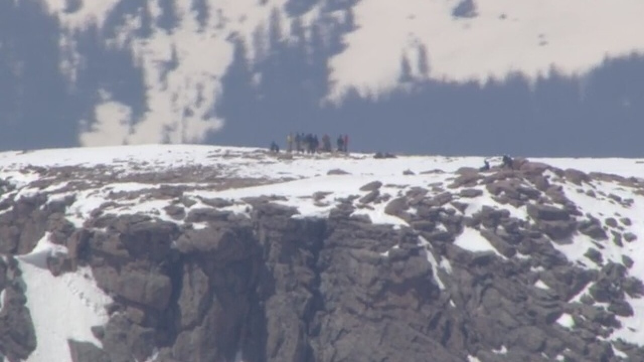 10 military personnel missing on Long's Peak