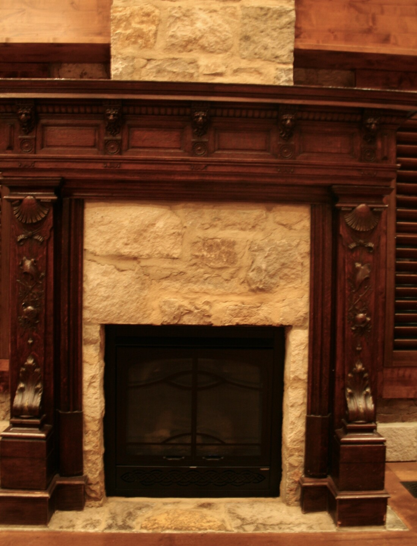 Grand Fireplace Castle Caenen.jpg