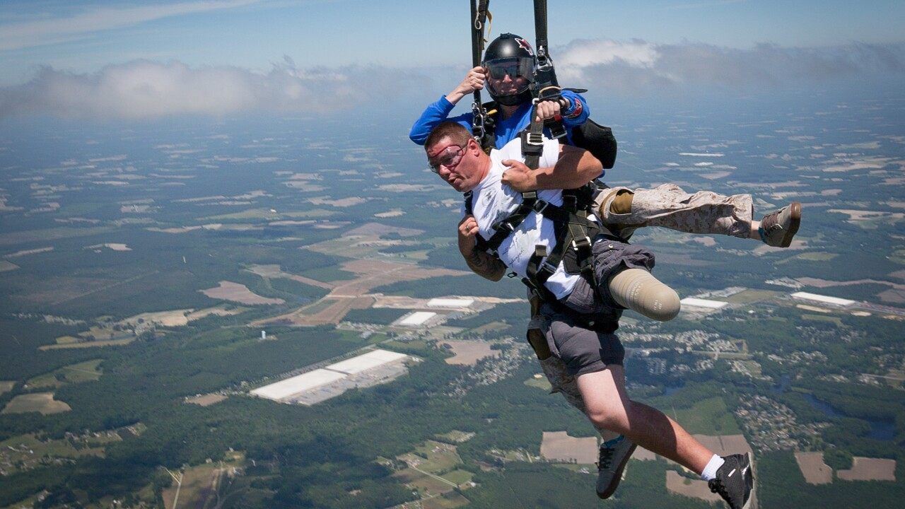 Wounded veterans rebuild their lives through skydiving