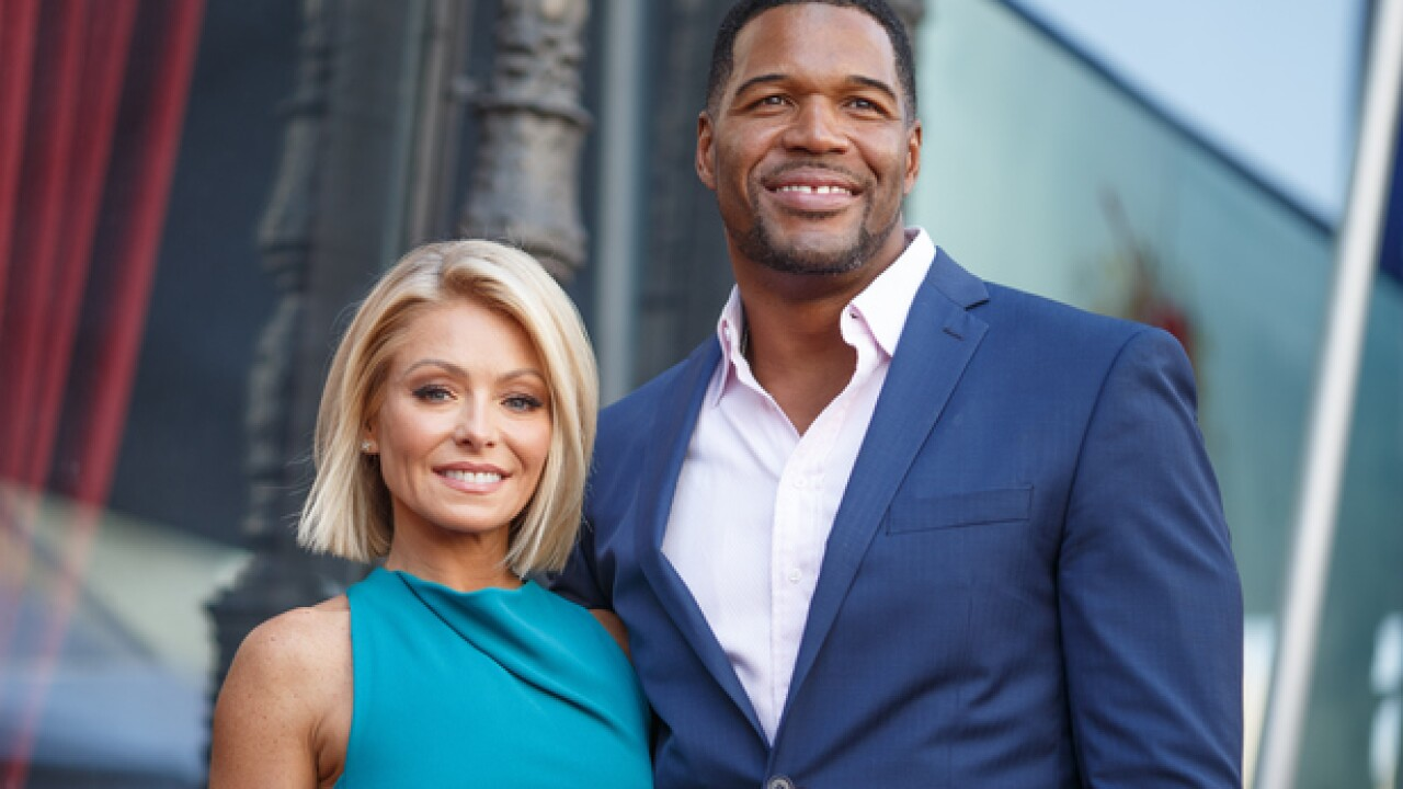 YOU REACT: Who should replace Michael Strahan?