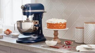 KitchenAid stand mixer is just $199 on BestBuy.com right now