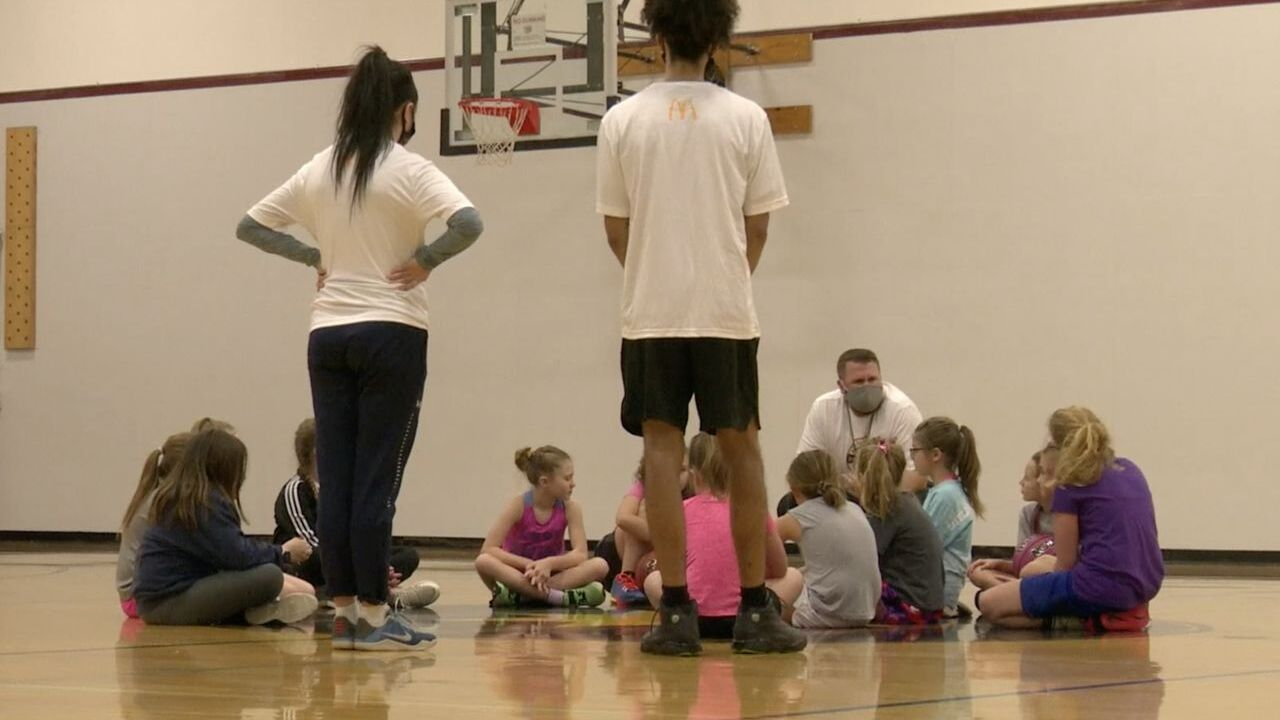 Montana Hoops hosts youth basketball clinic in Great Falls