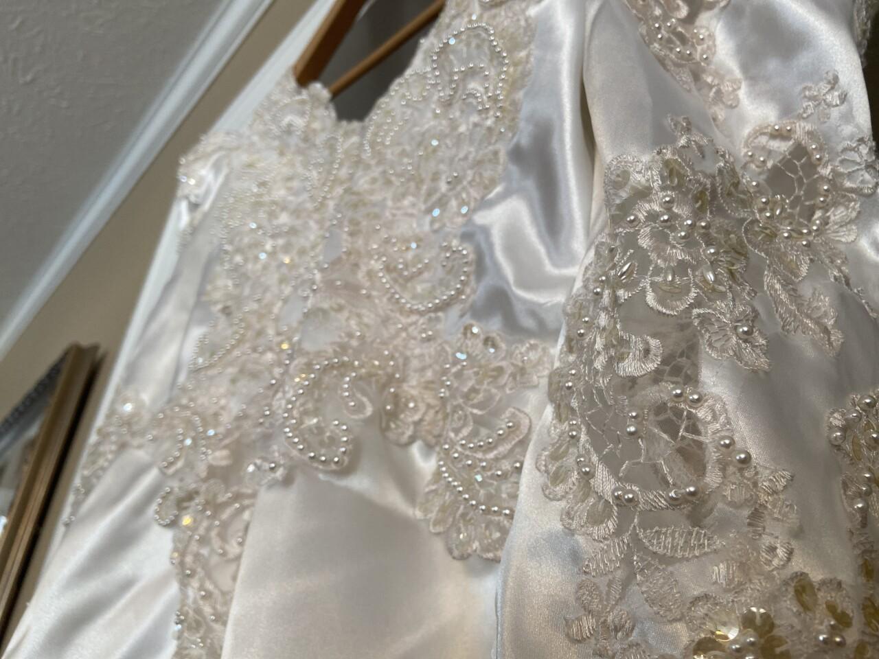 WeddingDressMystery7.JPG