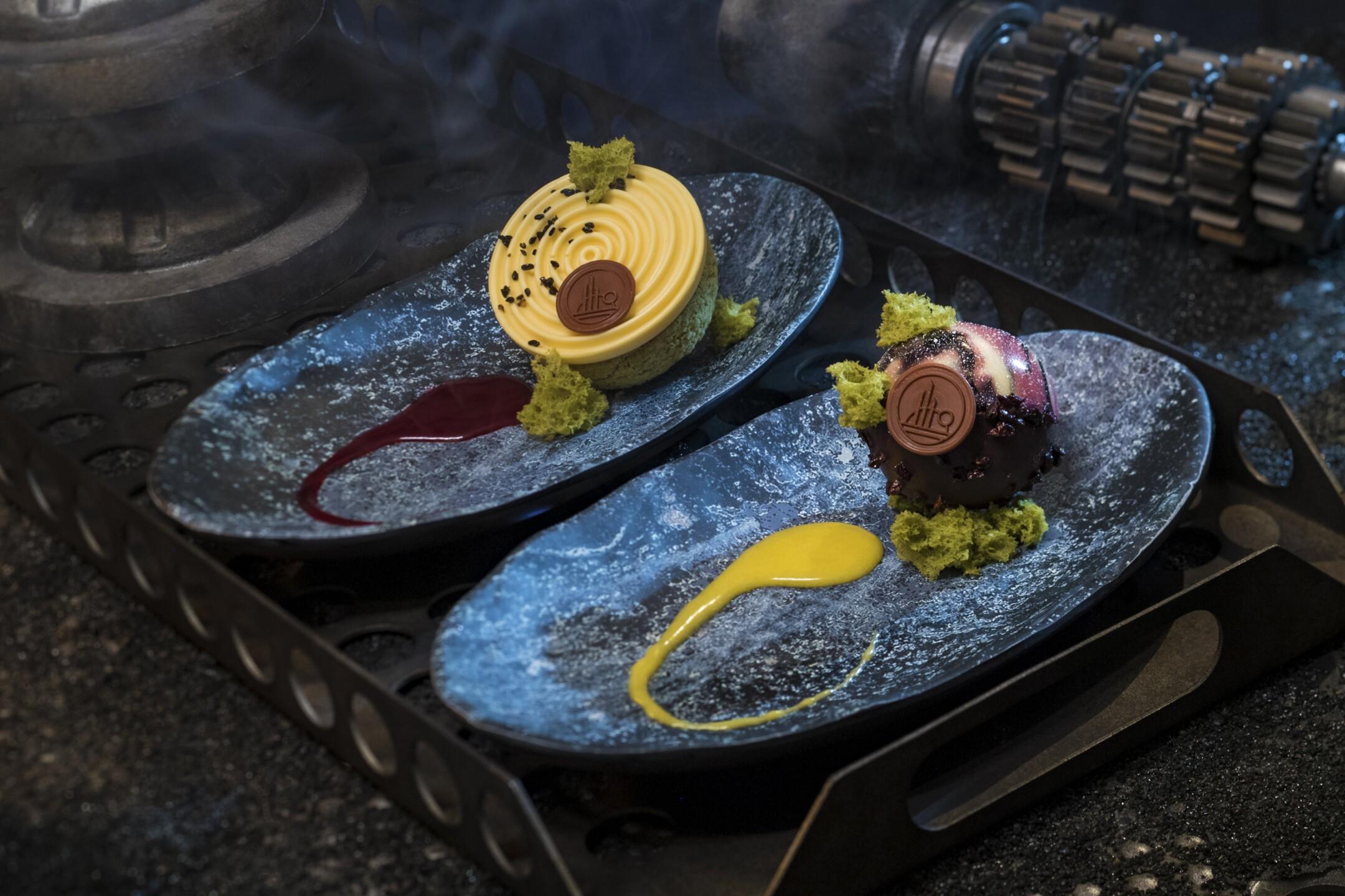 Star Wars: Galaxy's Edge - Docking Bay 7 Food and Cargo Desserts