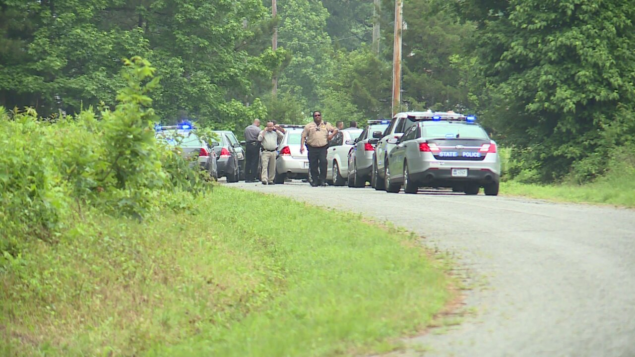 Manhunt underway just off I-95 inVirginia