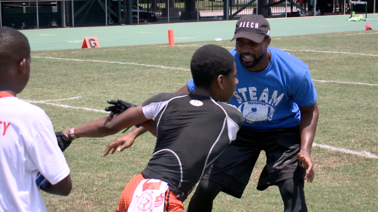 "Norfolk State alumnus Don Carey provides gridiron ""STEAM-ulation"" at youth camp"