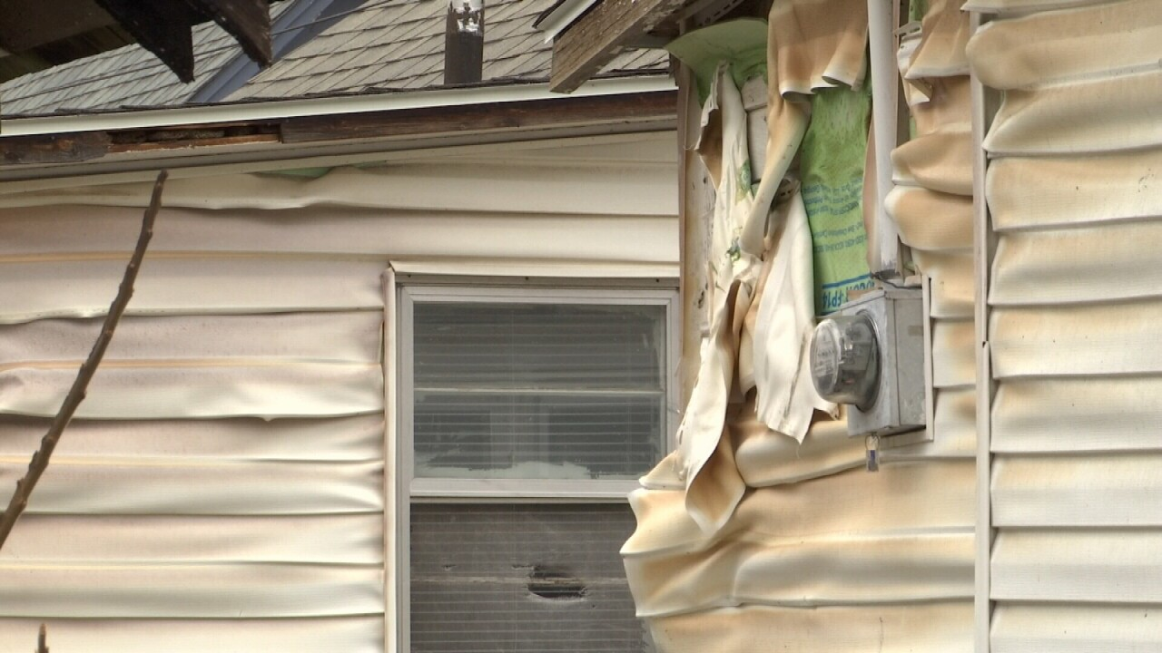 010321 DAMAGED SIDING CLOSE.jpg