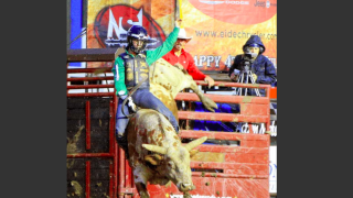 Devers, Kimzey move into driver's seat at Mandan Rodeo Days