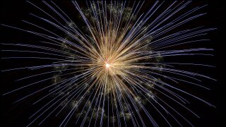 fireworks-102971_1920.jpg