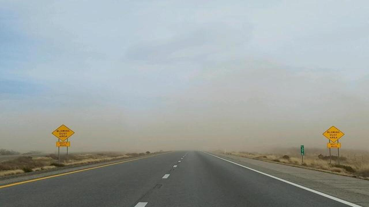 Blowing dust closes I-10 near NM border