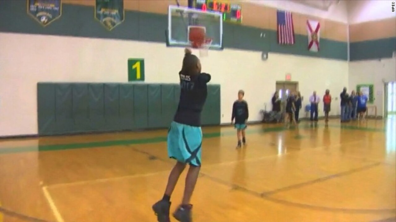Teen without arms inspiring others with basketball skills