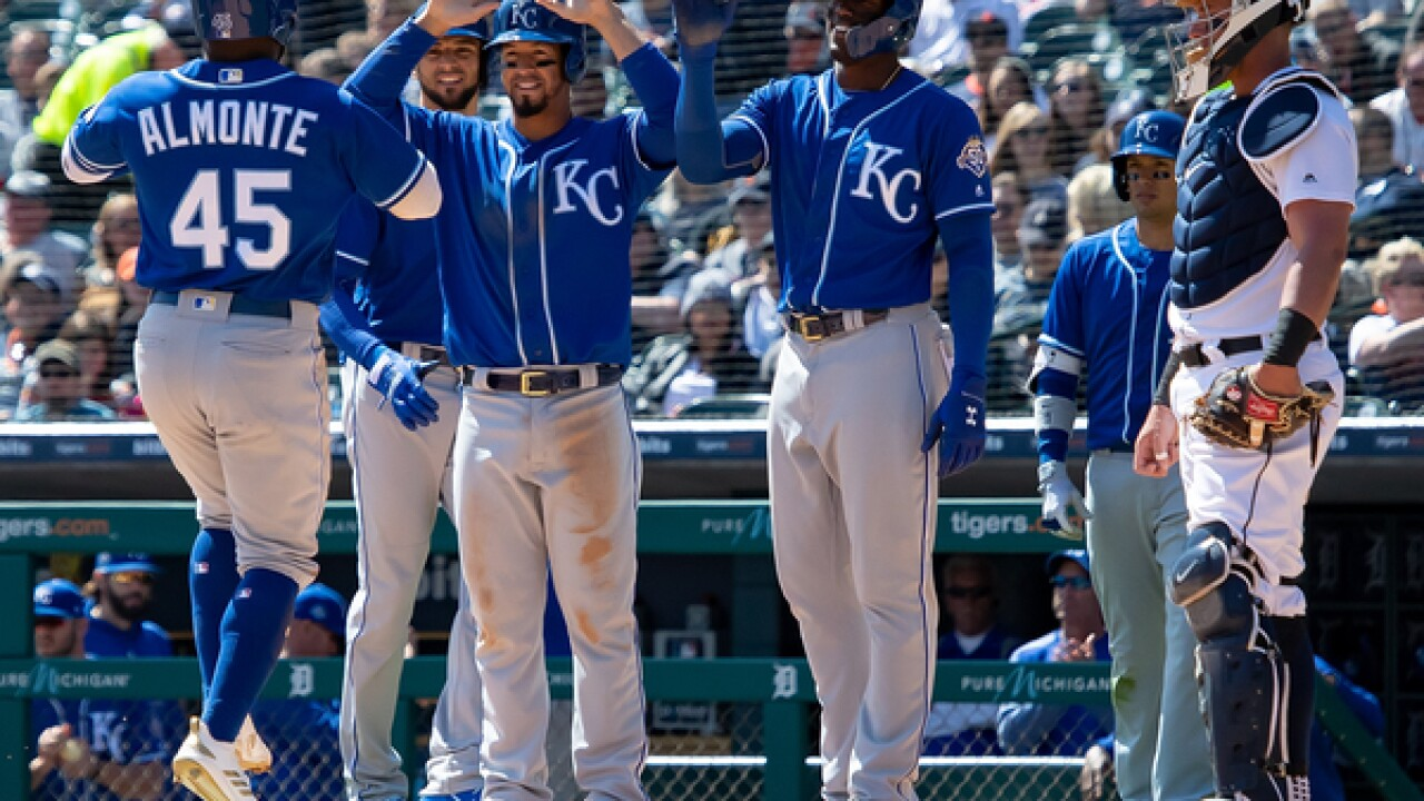 Mike Moustakas, Abraham Almonte slug Royals past Tigers