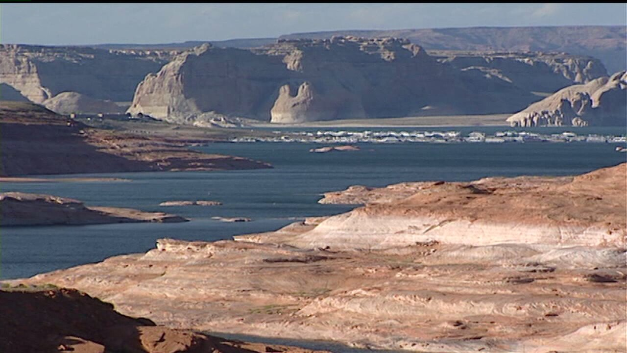 Several injured in houseboat explosion at Lake Powell