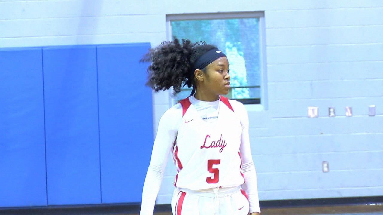 Leon Ladies Win, Suwannee Falls on Day One of Holiday Hoops Tournament