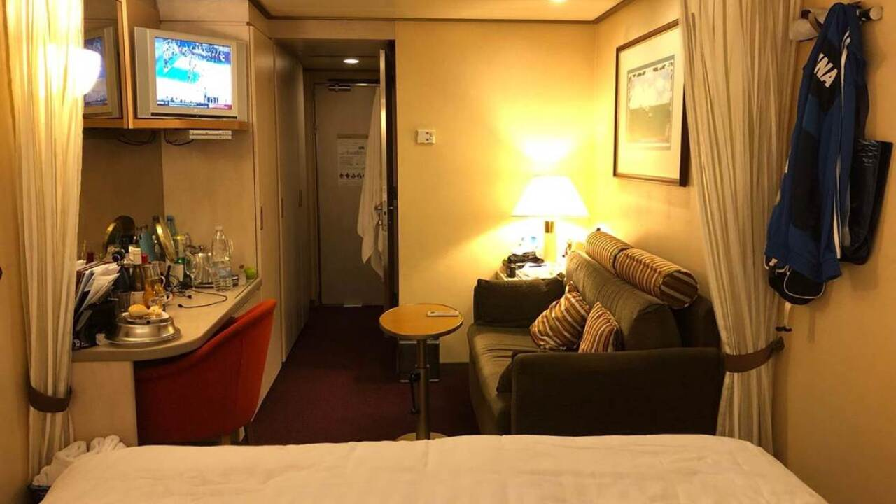 cruise ship cabin 2.jpg