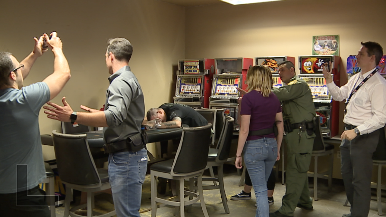 Metro Police run reporters through use of force training.png