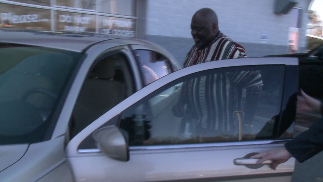 Newport News retired, disabled veteran gifted car to help continue volunteerwork