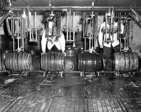 Workers_operate_the_racker_filling_barrels_of_beer_ready_for_shipping_from_the_Cleveland_Home_Brewing_Compnay.jpg