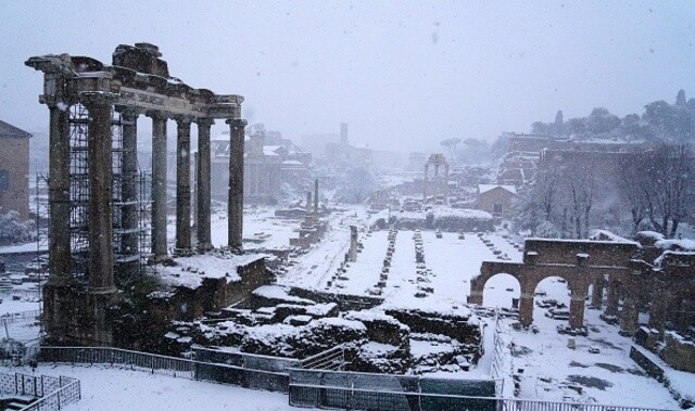 Snow-covered Rome looks like something out of a fairytale and it's absolutely stunning