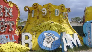 """The Golden Nugget """"1905"""" sign_neon museum"""