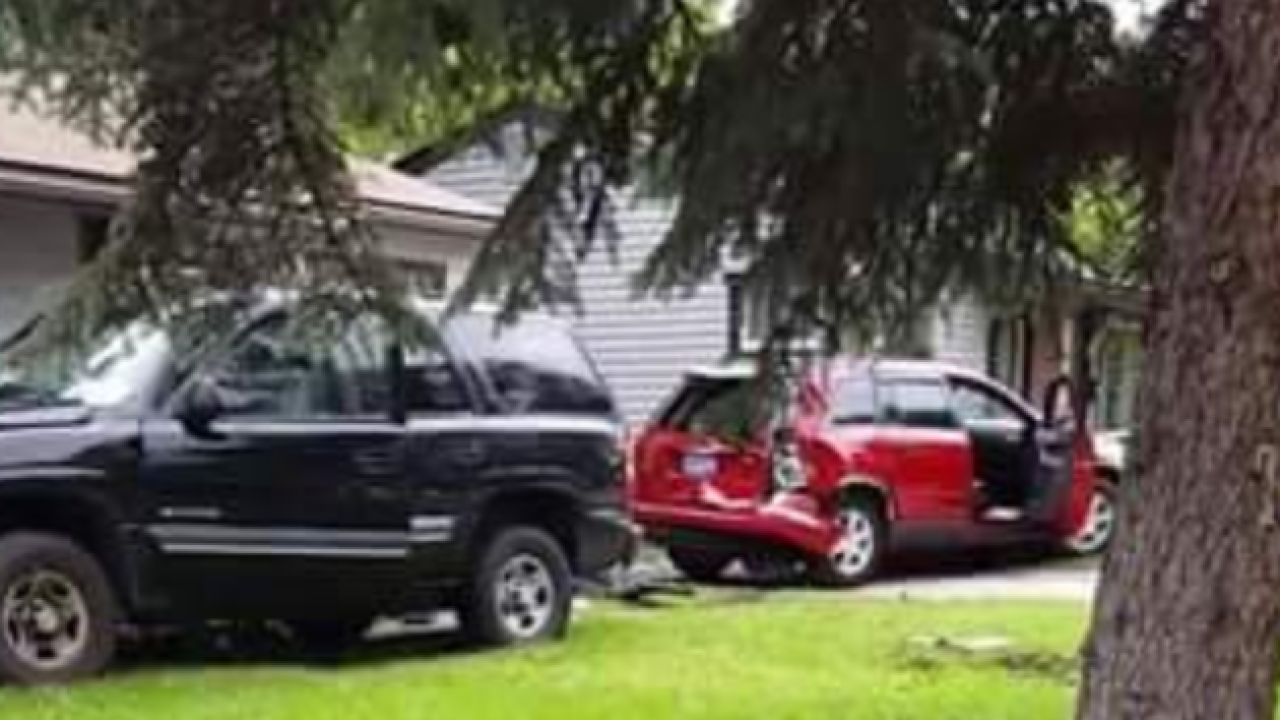 Driver crashes into home in Oak Park