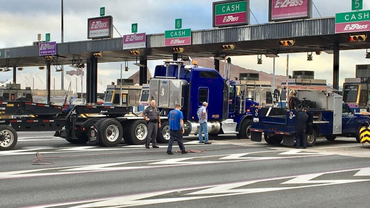 Truck finally removed from Baltimore toll plaza