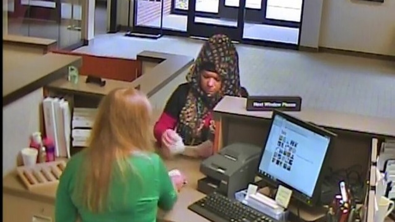 Woman robs bank in Taylor, claims to have bomb
