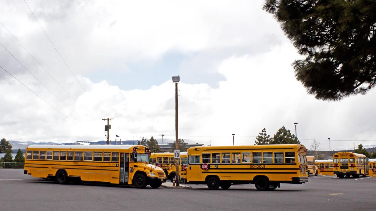 school-bus_zyCiIvtu (1).jpg