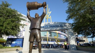 statue of former Tampa Bay Lightning's Dave Andreychuk holding the Stanley Cup