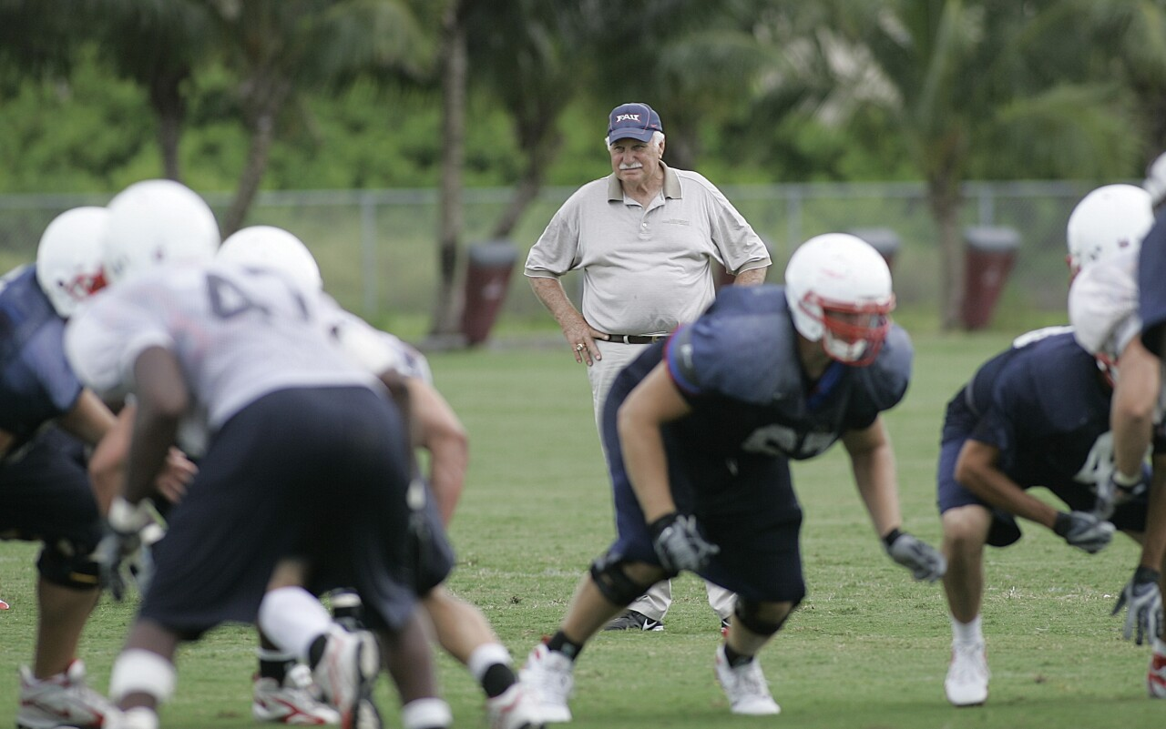 Howard Schnellenberger watches FAU Owls players practice in 2007